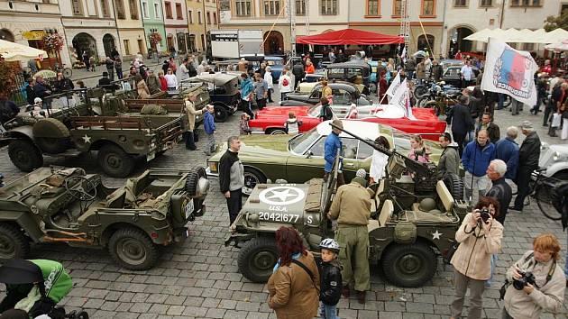 Jízda veteránů městem při Městských slavnostech.