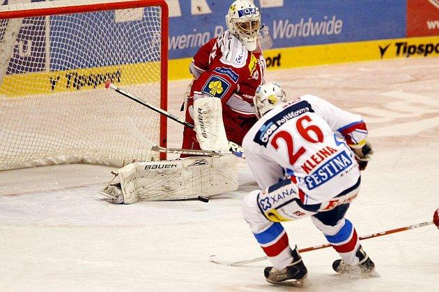 MOMENTKY z extraligového hokejového zápasu Pardubice - Třinec.