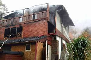 Hořela chata, její majitele postihl kolaps
