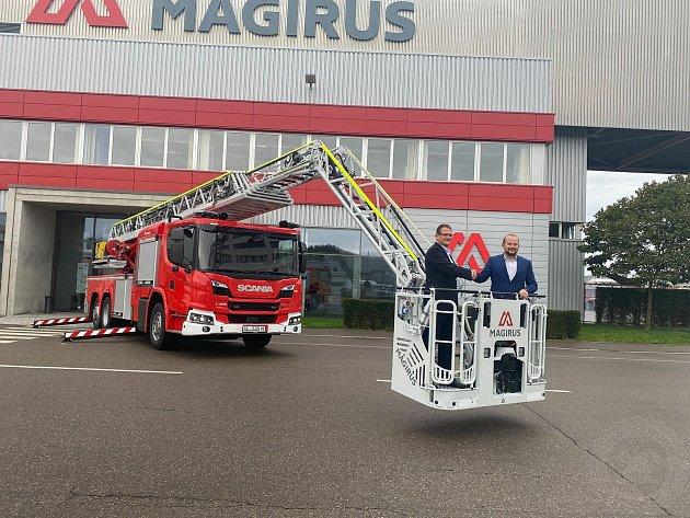 Žebřík za 23,5milionů korun je vyšší, unese větší zátěž a hasiči se sním dostanou rychleji kzásahům