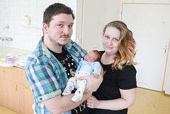 MATYÁŠ HRON se narodil 6. dubna v 8 hodin a 38 minut. Měřil 46 centimetrů a vážil 2330 gramů. Maminku Anetu podpořil u porodu tatínek Jaroslav. Rodina bydlí v Trhové Kamenici.