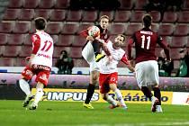 V roce 2015 hrály Pardubice pohárový dvojzápas proti Spartě, byl u toho i Vojtěch Kakrda (v bílém).