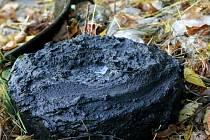 Nalezená protitanková mina v ulici Na Ležánkách. Narazil na ní bagr při opravách tamního mostku
