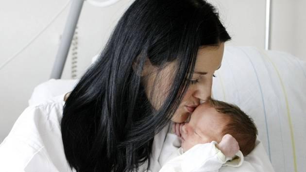 Tobiáš Vích se narodil 19. srpna v 8:27 hodin. Vážil 3350 gramů. Radost udělal rodičům Kateřině a Alešovi. Rodina pochází z Pardubic.