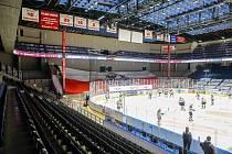 Město se již dříve zavázalo, že nový zimní stadion postaví. Současné dvě ledové plochy jsou využity prakticky na sto procent, třetí plocha se v Pardubicích bude hodit. Navíc by se ulevilo aréně, kde by tak mohlo být více komerčních akcí. FOTO: Luboš Jeníč