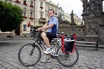 PARDUBICKÝ CYKLISTA JAN KOVÁŘ se dnes vydá na svou tříměsíční pouť. Jeho cílem je Pyrenejský poloostrov.