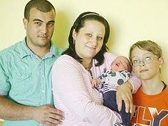 Denis Florin Pârvan se narodil 17. června v 8:02 hodin. Měřil 53 centimetrů a vážil 3700 gramů. Maminka Kristýna a tatínek Florin mají doma v Přelouči ještě 11letého Kristiána.