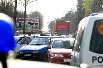 V řetězové hromadné nehodě se ocitlo pět aut. Nikdo nebyl zraněn, předběžná škoda byla ale stanovena na čtvrt milionu korun