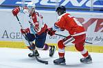Hokejové utkání Generali Česká Cup v ledním hokeji mezi HC Dynamo Pardubice (v bíločerveném) a HC Olomouc (v červenobílém) v pardudubické enterie areně.