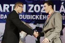 Vyhlášení sportovce Pardubicka 2013. Sportovcem roku 2013 podle čtenářů Deníku se stal Martin Zozulák. Na snímku s Danielem Pečenkou (vlevo)