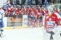 36. kolo hokejové Tipsport extraligy: Hokejisté HC Eaton Pardubice – HC Kometa Brno hráli pod širým nebem.