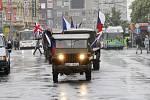 Cestu s Ohněm (bez)naděje absolvovala městem i dobová vojenská vozidla