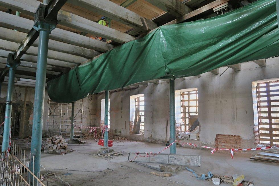 Prostory galerie ozdobí původní mlýnské stroje