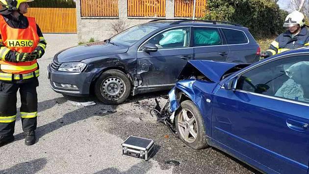Ve Svinčanech se srazila dvě auta.