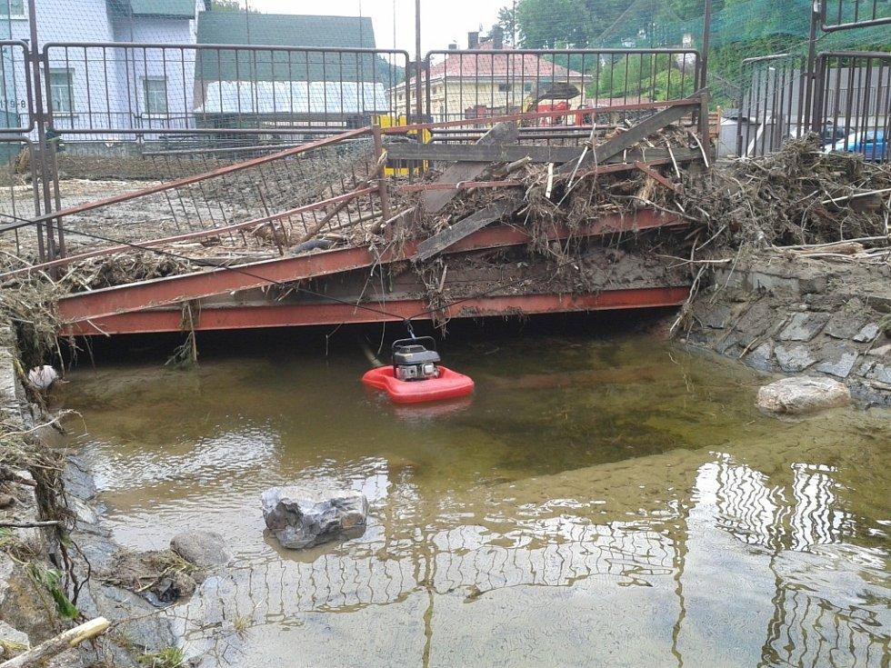 """Takhle vypadal """"náš"""" tunel těsně poté, co voda opadla."""