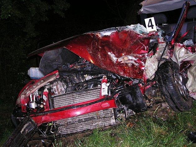 Dne 18. června 2008 v 01.53 hodin narazil osobní vůz u Vysoké u Holic do stromu. Ve Fordu Fiesta byly dvě dospělé osoby a dvě děti. Nejprve byla vyproštěna 14letá dívka, poté 4letý chlapec, spolujezdkyně a nakonec řidič. Auto muselo být zcela rozstříháno.