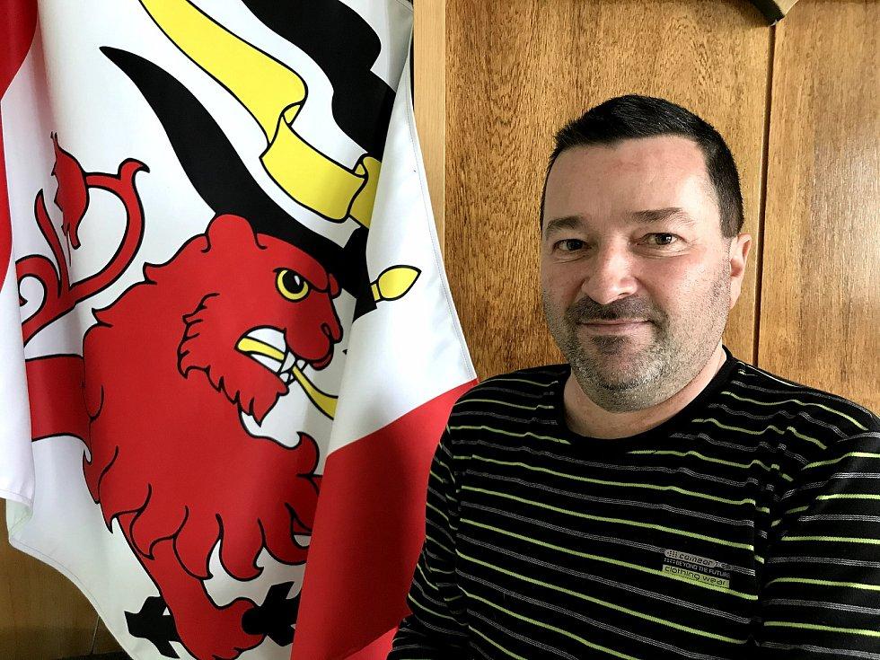 Starostou Dolních Ředic je Michal Kurka.