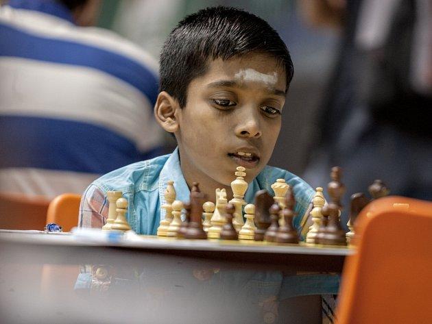 Ind Praggnanandhaa je v deseti letech vůbec nejmladším hráčem v historii, který uhrál normu mezinárodního mistra.