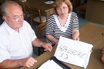 404050 korun a 5 Euro předali zástupci Svazku obcí Loučná lidem z Jeseníku nad Odrou