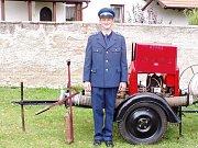 Technické vybavení hasičů ze Starých Jesenčan reprezentuje asi třicet let stará PPS 12