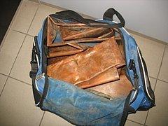 Kradené okapy našlapal zloděj do tašky.