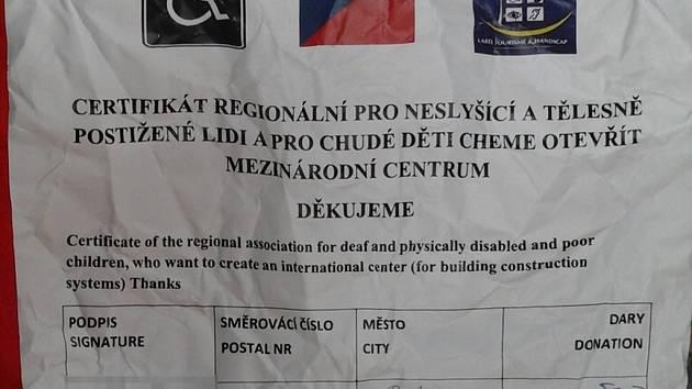 Certifikát na podvodnou sbírku - ani strojově přeložený český text moc význam nedává.