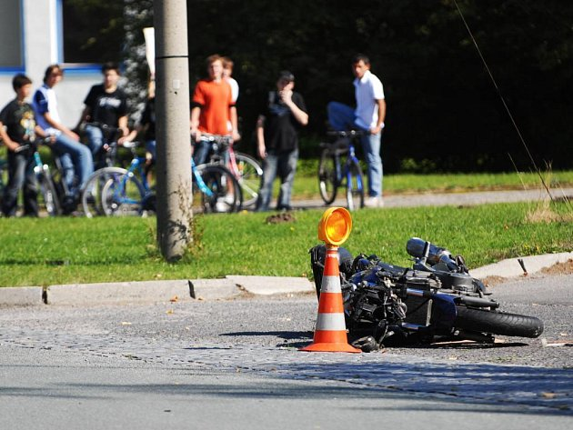 V Dašicích nepřežil motorkář střet s avií