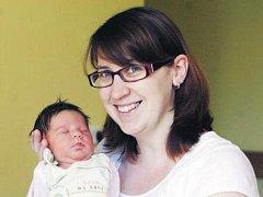 Miriam Jeníčková se narodila 9. června v 22.48 hodin. Měřila 49 centimetrů a vážila 2970 gramů. Maminku Petru u porodu podpořil tatínek Petr. Doma v Pardubicích mají ještě dvouletého Jakuba.