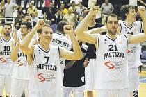 Evropský kolos... Basketbaloví příznivci jsou na nohou. V Pardubicích v sobotu pokračuje Adriatická liga. Český mistr z Nymburka vyzve na souboj Partizan Bělehrad. Bude vítězně zvedat ruce srbský tým?