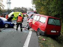 Čelní střet dvou vozidel u motorestu Koliba uzavřel silnici I/35 mezi Býští a Hradcem Králové.