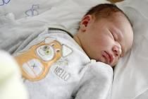 Tadeáš Benda se narodil 4. prosince v 11:51 hodin. Měřil 51 centimetrů a vážil 3710 gramů. Maminku Markétu u porodu podpořil tatínek Tomáš a doma v Chrasti se těší ještě sestřičky Kája (12) a Míša (3).