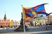 Chrudim vyvěsilo tibetskou vlajku,