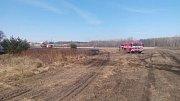 Požár trávy nejméně na pětistech metrech čtverečních likvidovali hasiči v úterý u Rybitví.