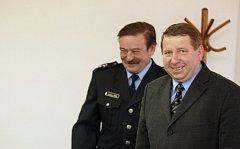 Bohuslav Kopecký (vpravo), starosta sezemic