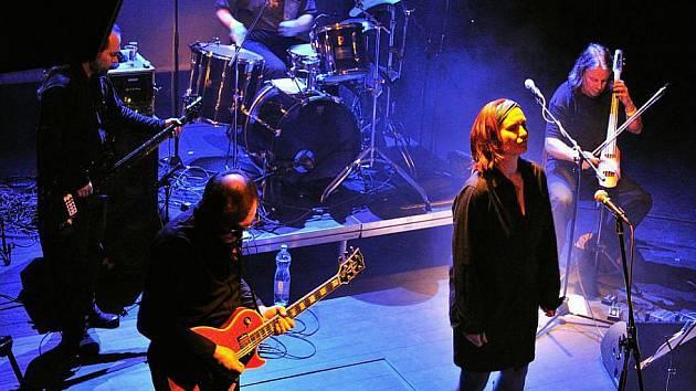 Kapela Půlnoc na koncertě