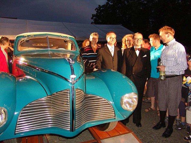 Vicehejtman Roman Línek se stal jedním z kmotrů zrekonstruovaného automobilu Aero 50 Dynamik.