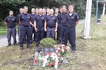 Příslušníci Hasičského záchranného sboru Pardubického kraje včera vzpomněli na kolegy, kteří před 25 lety zahynuli při nehodě.