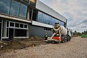 Nový terminál pardubického letiště roste podle plánu
