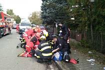 Před jedenáctou hodinou došlo k vážné dopravní nehodě na výjezdu z obce Mnětice, směrem na Tuněchody. Střetlo se zde osobní vozidlo Škoda Felicie s popelářským vozem.