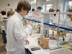 Regionální finále Hledáme nejlepšího mladého chemika v Pardubicích