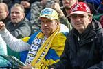 Fanoušci při 71. ročníku Zlaté přilby města Pardubic na svítkovském plochodrážním stadionu.