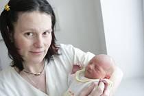 Barbora Stránská se narodila 21. března v 19:09 hodin. Vážila rovná tři kila. Maminku Kateřinu u porodu podpořil tatínek Zdeněk a doma v Pardubicích čekají ještě třináctiletá Lucie a devítiletý Danda.