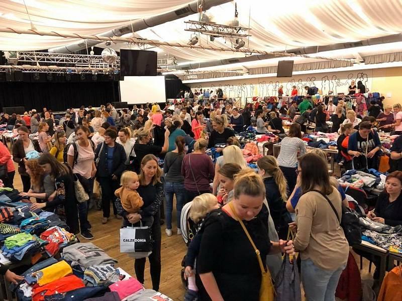 Nanny bazar je příležitost, kde levně nakoupit oblečení.