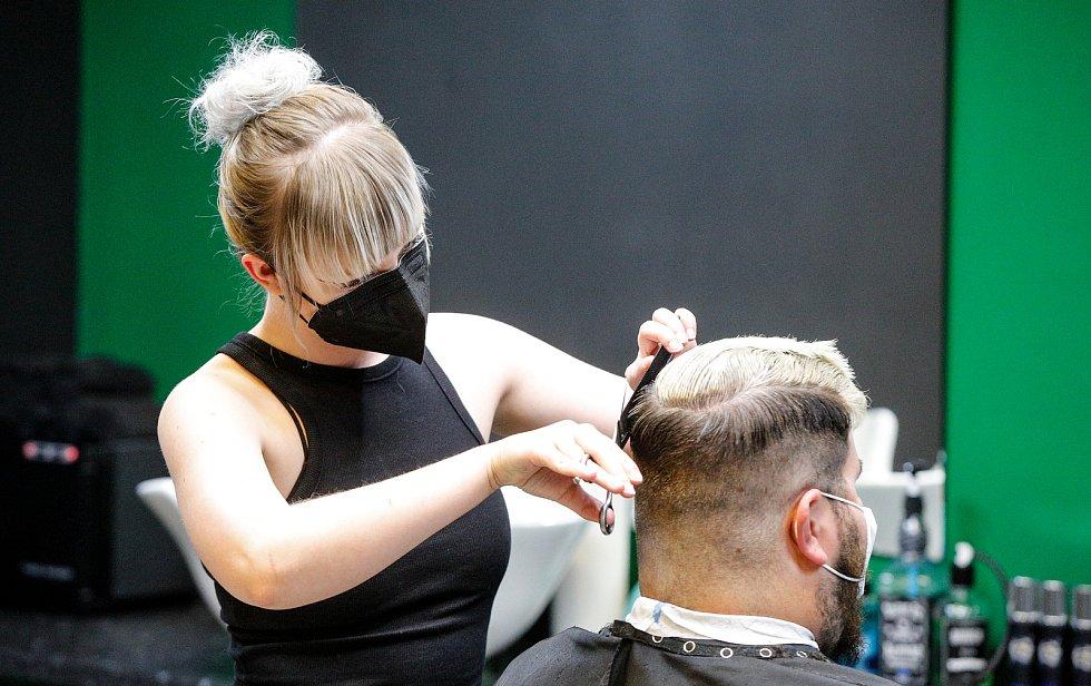V pondělí 3. května 2021 se opět otevřely kadeřnictví a barber shopy. Ilustrační foto.