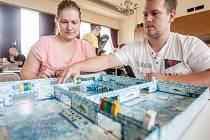 Festival stolních, deskových a karetních her Gamecon a desítky hráčů hostily tento víkend Pardubice.