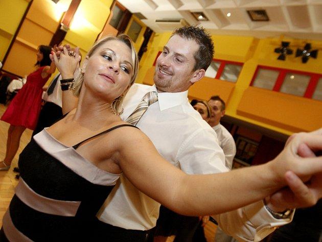 Taneční sezona je tady. Zahájil ji ples Vektor Wellness clubu.