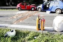 Srážka tří osobních a jednoho nákladního vozidla zablokovala v pátek odpoledne silnici ve Chvojenci.