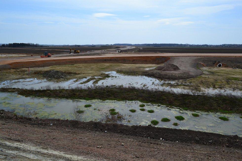 Stav výstavby dálnice D35 v úseku Opatovice - Časy na počátku dubna 2021
