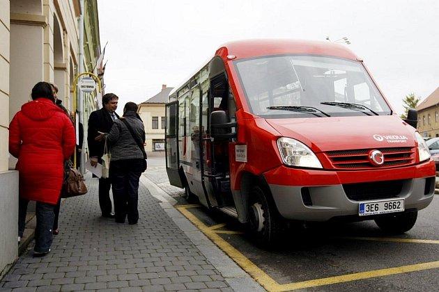 Minibusová linka zahájila provoz v Přelouči