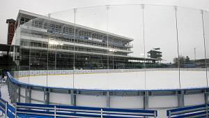 Ledová plocha na pardubickém dostihovém závodišti.